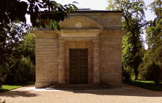 Visitez la Laiterie de la reine Marie-Antoinette et la Chaumière aux  coquillages