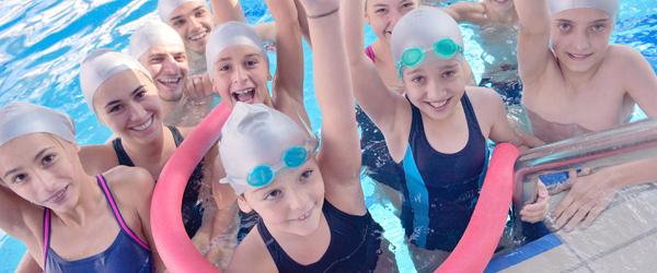 Actualités Rambouillet - Le port du bonnet de bain obligatoire à la piscine des Essarts-le-Roi