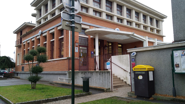 Travaux au bureau de poste place andré thomé et jacqueline thomé