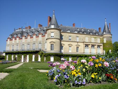 http://www.ramboliweb.com/rambouillet/chateau-rambouillet.jpg